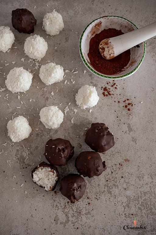 Gesunde Bounty-Kugeln mit Kokosöl
