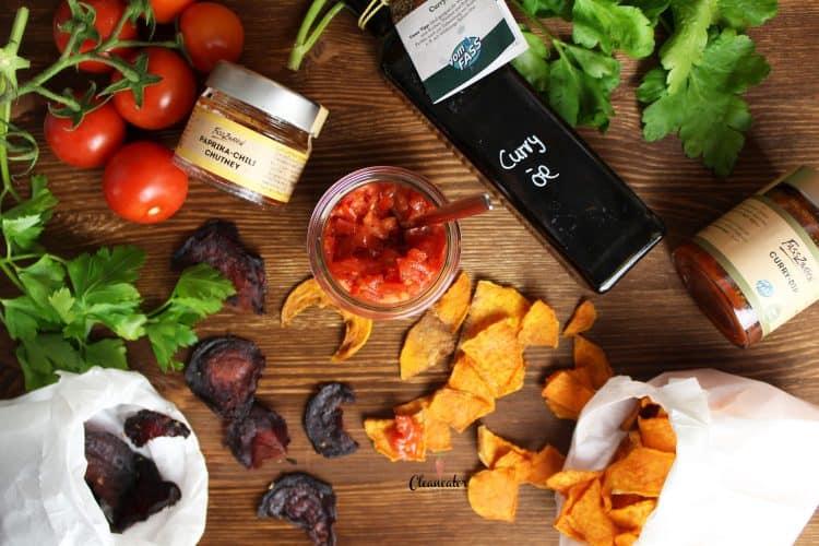 Gemüsechips mit Tomatensalsa