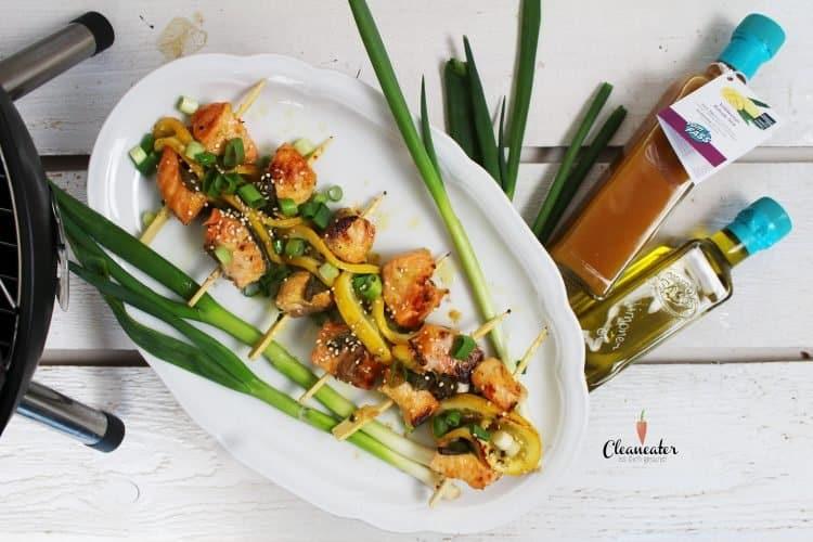 Lachsspieße vom Grill mit Limonenöl