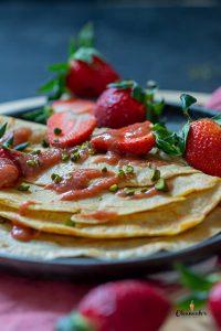 Pfannkuchen mit Rhabarber-Kompott