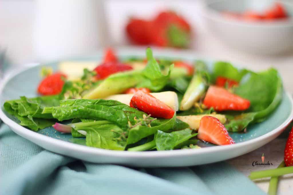 Spargelsalat mit Erdbeeren und Erdbeer Balsam Essig