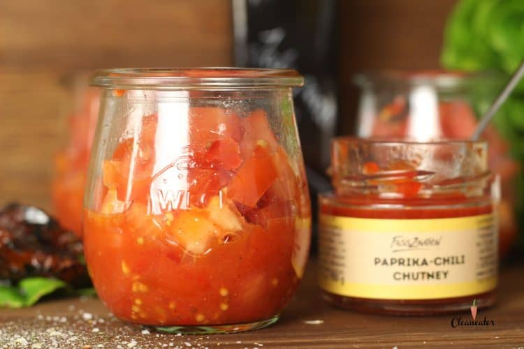 Tomatensalsa mit Paprika-Chili Chutney und Jalapenoöl