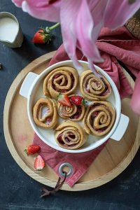 Erdbeer-Rhabarber Schnecken
