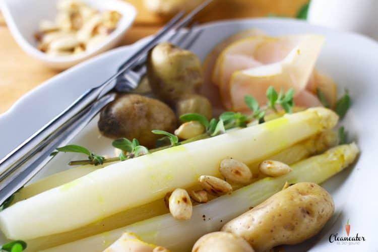Weißer Spargel mit Curryöl und gerösteten Mandeln
