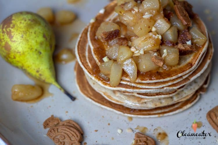 Vanille-Pancakes mit Birnen und Spekulatius