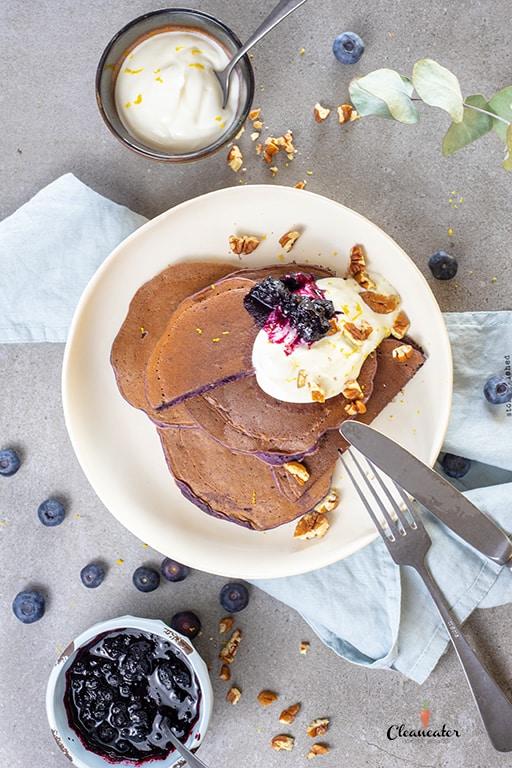 Blaubeer-Pfannkuchen mit Kokosöl