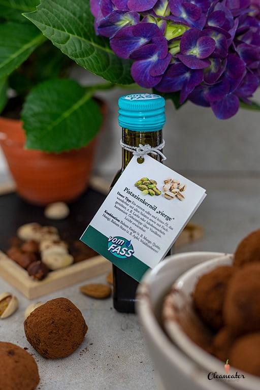 Raw Bites mit Kakao und Pistazienkernöl