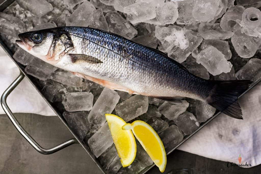 Wolfsbarsch mit BBQ Rub Fisch und grünem Spargel
