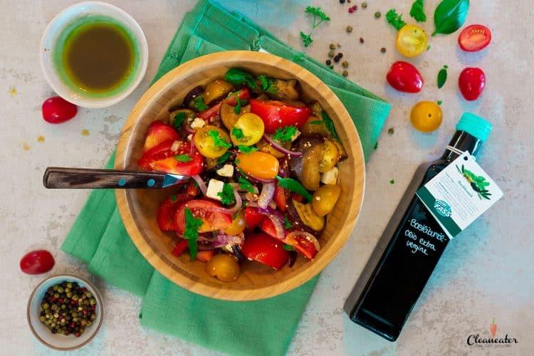 Orientalischer Tomatensalat mit Basilikumoel