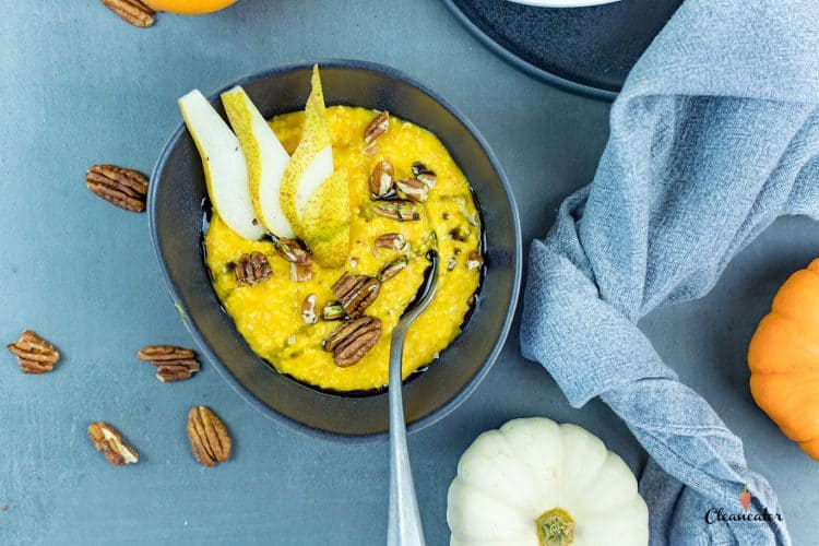 Kürbis Porridge mit Birnen