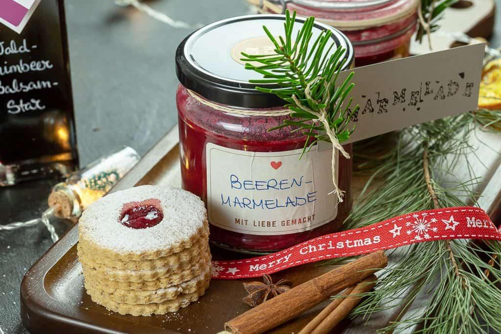 Spitzbuben mit Beeren-Marmelade