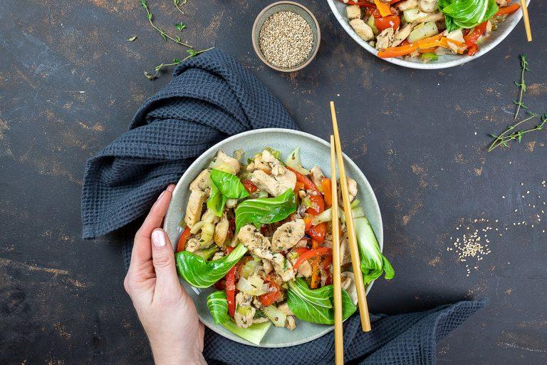 Asiatisches Gemüse mit Sesamöl
