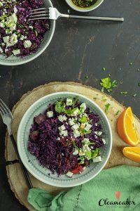 Fruchtiger Rotkohlsalat mit Datteln und Basilikumöl