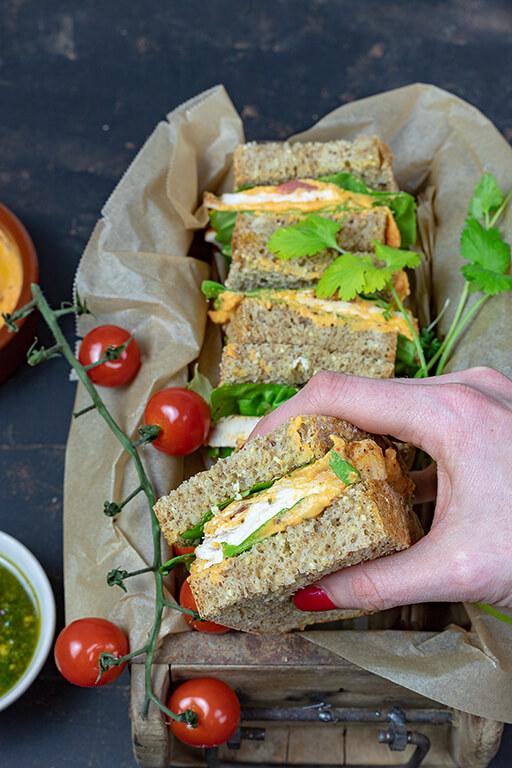 Hähnchen-Sandwich mit Süßkartoffeldip